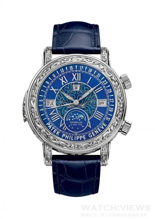 Ref. 6002G 天文陀飛輪(Sky Moon Tourbillon)腕錶,手動上弦機械機芯雙面腕錶。三問報時、陀飛輪、帶自動返回式日期指針的視窗式萬年曆,月相,恒星時,月行軌跡以及月相盈虧,Caliber RTO 27 QR SID LU CL機芯,厚度12.61毫米、寶石數55顆,時、分、秒顯示, 38 - 48小時動力儲存,雙面錶殼,錶殼藍寶石水晶材質,採用浮雕工藝18K白金。錶徑尺寸42.8毫米,錶帶為手工縫製鱷魚皮材質,搭配18K白金手工雕刻折疊式錶扣,價格店洽。