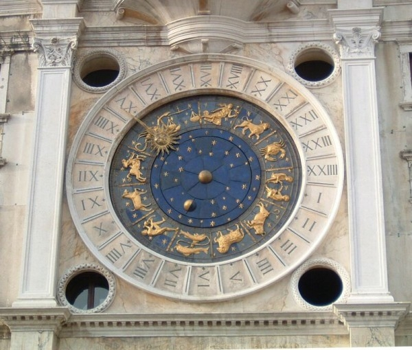 現時聖馬可鐘樓的時鐘是由Bartoloméo Ferracina在1759年,裝置於威尼斯聖馬可廣場的鐘塔中