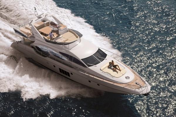 義大利的頂級逸品Azimut阿茲慕Azimut 70,2014年底由Simpson Marine辛普森遊艇引進。