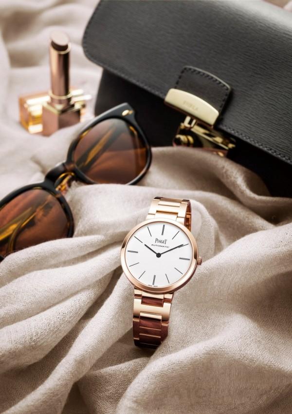 Piaget Altiplano 金質鏈帶 – 34毫米,18K 玫瑰金錶殼,白色錶盤搭配深灰色時間刻度,搭載伯爵製 534P 自動上鍊機械機芯,時、分顯示,18K玫瑰金鏈帶配摺疊式錶釦,型號G0A40105,台幣建議售價955,000元。