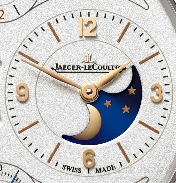 傳統的月相功能每兩年半便會出現一天的誤差,而積家的萬年曆腕錶則成功將此誤差減低為每122年才出現一天的誤差。