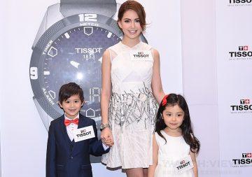 瑞士天梭表香港旺角旗艦店開幕,昆凌現身甜蜜示範天梭表「TISSOT T-Touch Expert Solar 情侶腕錶」系列