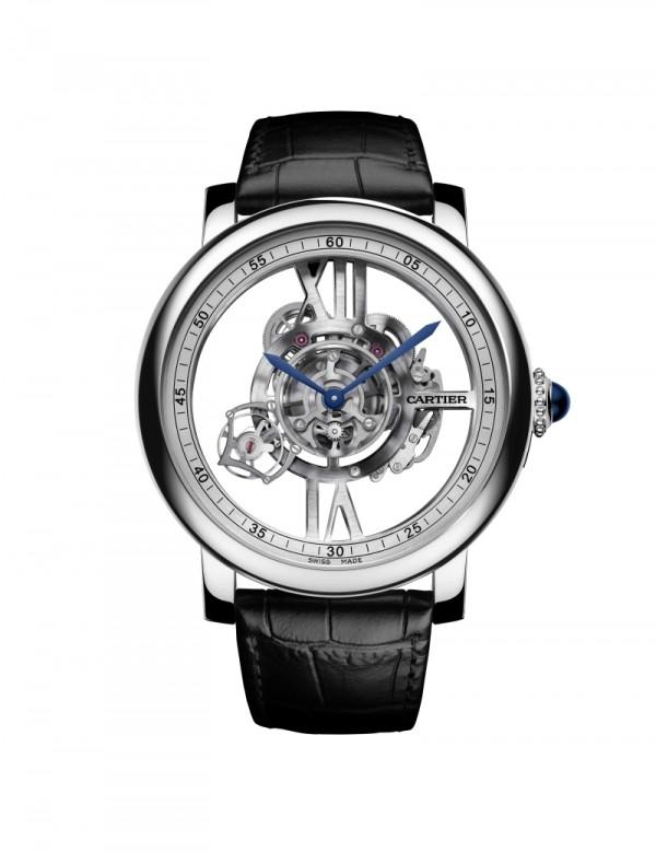 Rotonde de Cartier Astrotourbillon 卡地亞天體運轉式陀飛輪鏤空腕錶,18K白金錶殼,直徑47毫米,9461 MC型工作坊精製手動上鏈機械機芯,圓珠形錶冠,鑲嵌一顆凸圓形藍寶石,劍形藍鋼指針,黑色鱷魚皮錶帶,18K白金折疊錶扣,藍寶石水晶透明錶背,防水30米,編號並限量發售100枚。