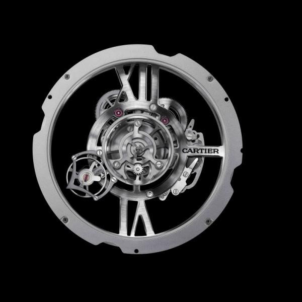 卡地亞9461 MC型工作坊精製手動上鏈機械機芯,搭載Astrotourbillon天體運轉式陀飛輪,陀飛輪框架每分鐘旋轉一周,由233個零件組成,其中包含23枚寶石軸承,機芯直徑16¾法分,即38毫米,機芯厚度8.89毫米,擺輪振頻:每小時21,600次,動力儲存:約48小時。