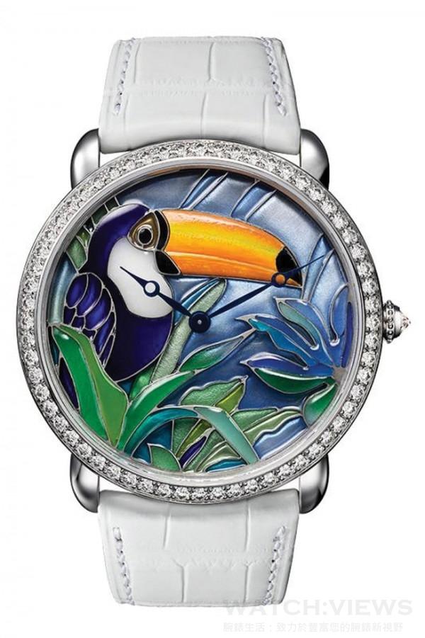 Ronde Louis Cartier巨嘴鳥裝飾腕錶,直徑42毫米,18K鍍銠白金錶殼,鑲嵌圓形明亮式切割鑽石,18K白金鏤空琺瑯錶盤,巨嘴鳥裝飾珍珠母貝鑲嵌畫,卡地亞430 MC型工作坊精製手動上鏈機械機芯,編號並限量發售40枚。