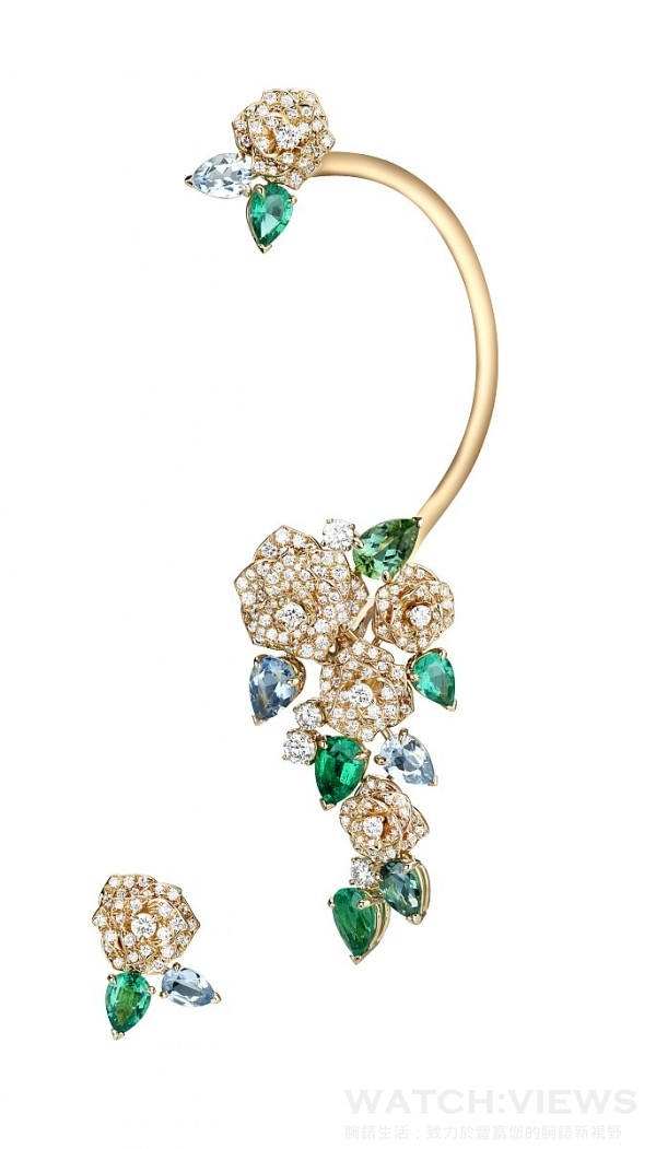 史嘉蕾喬韓森佩戴伯爵Mediterranean Garden耳環,18K玫瑰金,鑲嵌5顆梨形祖母綠 (約3.73克拉),,278顆圓形美鑽 (約 3.63克拉), 4 顆梨形海水藍寶 (約 2.50 克拉)及2 顆梨形綠碧璽 (約 1.85 克拉),左右不對稱設計,Ref: G38LY400,台幣參考價格4,820,000元。