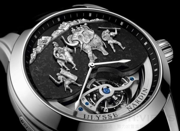 《漢尼拔三問報時腕錶》錶盤選用了來自阿爾卑斯山的鉑金和花崗岩精雕細琢而成,將公元前三世紀漢尼拔經典的戰役重現於錶盤。由漢尼拔將軍率領步兵、騎兵與大象翻越阿爾卑斯山,異軍突襲擊潰羅馬。