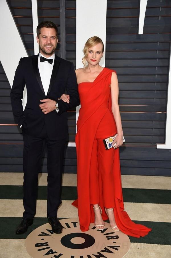 加拿大男演員約書亞傑克遜(Joshua Jackson)與妻子黛安克魯格(Diane Kruger)相偕出席浮華世界雜誌(Vanity Fair)所舉辦的奧斯卡會後派對