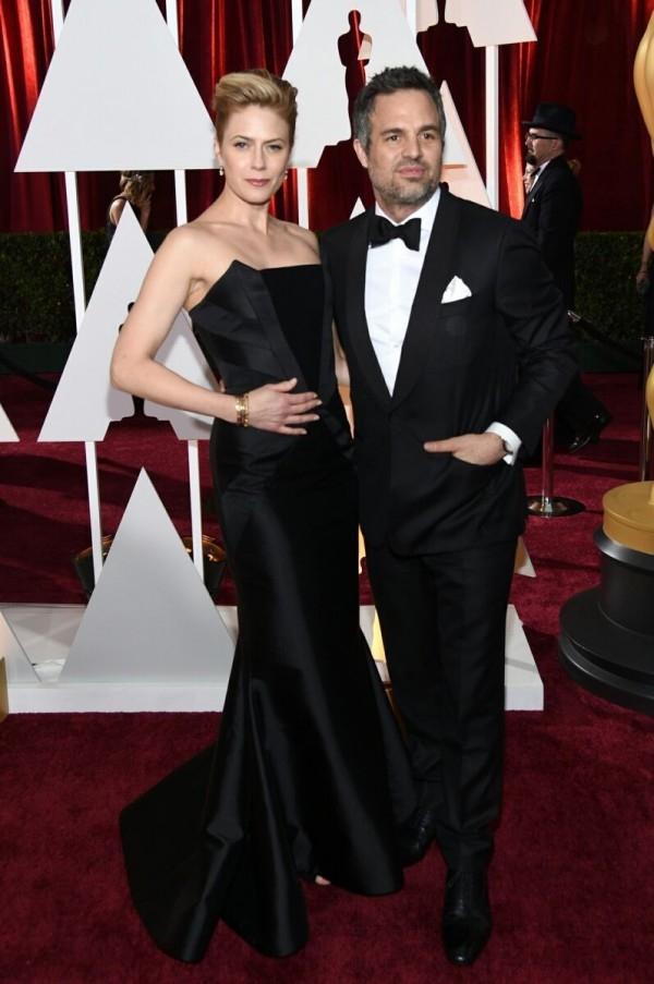 以「暗黑冠軍路(Foxcatcher)」入圍最佳男配角的馬克盧法洛(Mark Ruffalo)與妻子Sunrise Coigney相偕出席奧斯卡頒獎典禮