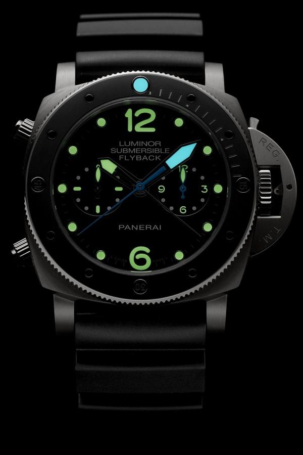 單向可旋轉計時錶框上的12點鐘位置附有夜光圓點