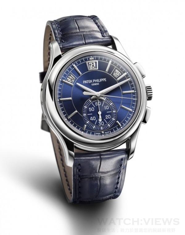新款 Ref. 5905 年曆計時錶採用藍色錶盤,搭配與之呼應的海軍藍錶帶;黑色錶盤款則配有啞光黑色鱷魚皮錶帶。兩款錶帶均採用 950 鉑金針扣。