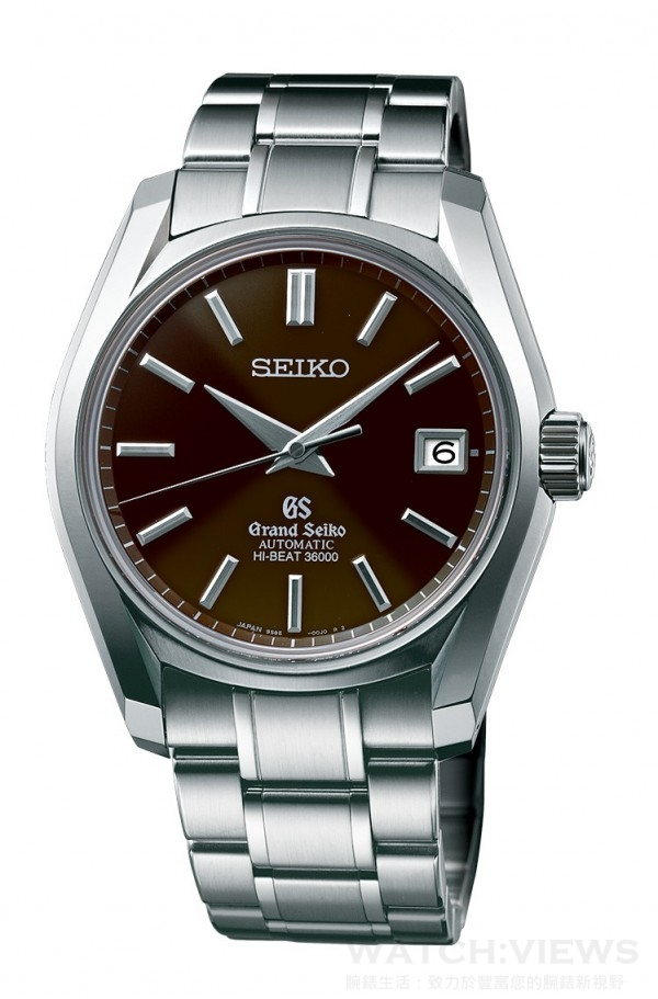 Grand Seiko 62GS 36000 Hi-Beat系列,型號SBGH039,不鏽鋼錶殼,錶徑40毫米,時、分、秒、日期顯示,9S85自動上鍊 (兼手動上鍊)機芯,振頻36,000 次 /小時 (10 次/秒),精準度平均日差+5 至 -3 秒,動力儲存55小時 (滿鍊),雙弧面藍寶石水晶箱型鏡面搭配防眩鍍膜處理,旋入式背蓋,防水100米,不鏽鋼鍊帶,限量700只。