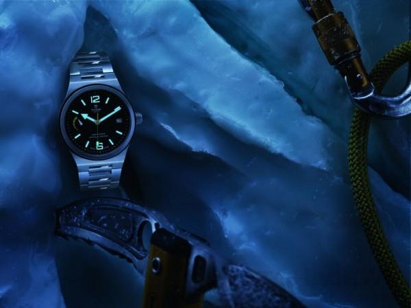 TUDOR North Flag腕錶,不銹鋼一體成形中層錶殼,錶徑40毫米,鋼及啞黑色陶質雙外圈,時、分、秒、日期、動力儲能顯示,帝舵 MT5621自動上鏈機芯, 瑞士精密時計測試中心 (COSC) 天文台認證,動力儲能70小時,後開式藍水晶底蓋及旋入式上鏈錶冠,316L 不鏽鋼鍊帶,防水100米。