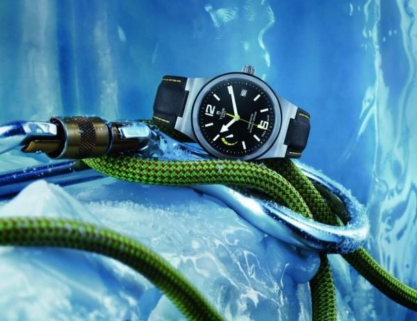 傳統上,帝舵表的製錶文化向來把產品質素及佩戴者的舒適感放在首要位置。品牌歷來採用瑞士供應商的機芯,力求達到精準可靠。全新North Flag腕錶是首批配備品牌自行研製機芯的帝舵腕錶,使品牌在獨立自主製作方面向前邁進一大步。