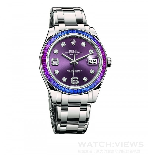 Oyster Perpetual Datejust Pearlmaster 39,型號86349 SAFUBL – 42749,18 ct 白色黃金蠔式錶殼 (原塊金屬鑄造中層錶殼、旋入式底蓋及上鏈錶冠),直徑39 毫米,外圈鑲嵌48顆藍色漸變至紫紅色方形切割藍寶石,紅葡萄色太陽光線效果錶面,18 ct 白色黃金鐘點標記,密鑲8顆鑽石; 6和9數字鐘點標記,密鑲16顆鑽石,時、分、秒、瞬跳日期,勞力士3235型機芯,恒動擺鉈為機械機芯作雙向自動上鏈,頂級天文台精密時計(superlative chronometer),瑞士天文台認證(COSC)+ 勞力士天文台精密時計測試,順磁性藍色Parachrom 游絲,高性能 Paraflex 緩震裝置,高效能Chronergy 擒縱裝置,順磁性鎳磷合金擒縱叉與擒縱輪,動力儲能70小時,防水100 米,18 ct 白色黃金珍珠淑女型,五格實心鏈節錶帶,內嵌陶質組件。