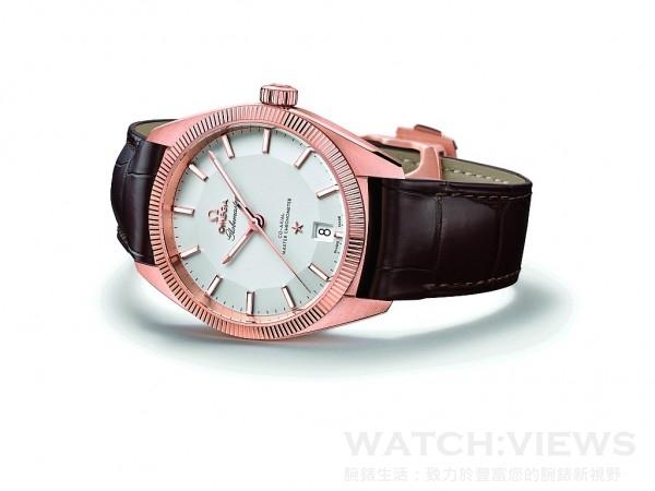 Omega Globemaster腕錶,Sedna金錶殼,錶徑39毫米,銀色錶盤,時、分、秒、日期顯示,8901同軸擒縱裝自動上鏈機芯,矽游絲材質無卡度游絲擺輪,機芯通過瑞士官方天文台(COSC)測試;機芯和腕錶以瑞士聯邦計量科學研究所(METAS)認可的認證程序測試,可抵抗達15,000高斯的磁力,雙面防反光抗磨損藍寶石水晶鏡面,防水100米,皮革錶帶。