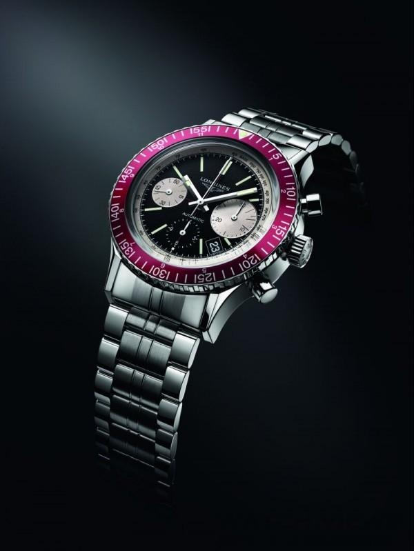 浪琴表1967復刻潛水腕錶的設計獨特,反映出原型錶款的獨特風格。其乳光黑色面盤搭配不對稱排列的銀色計時盤。酒紅色刻度錶圈和銀色測速刻度為錶款整體色彩添增優雅氣息。其指針和時標皆鍍有SuperLuminova® 超螢光塗料,而底蓋和錶冠則採用旋入式設計,以確保其防水深度達300米。