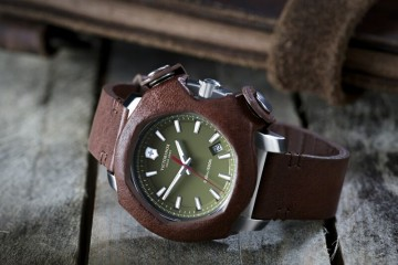【2015 Pre-Basel報導】Victorinox Swiss Army 發表I.N.O.X. Remade in Switzerland腕錶