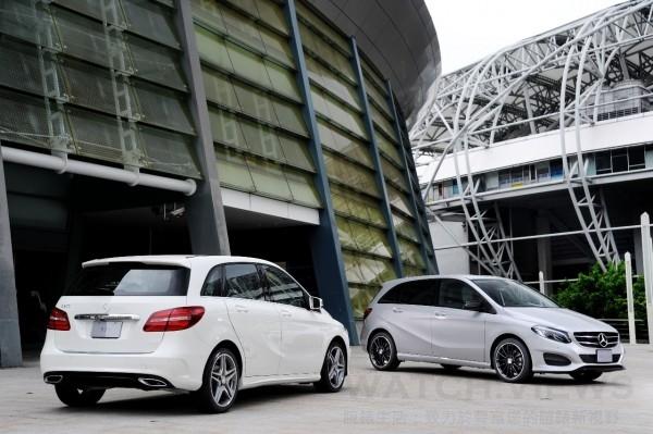 全新B-Class定價(右)柴油車款B 200 CDI為176萬元起,(左)頂級汽油車款B 200為186萬元起