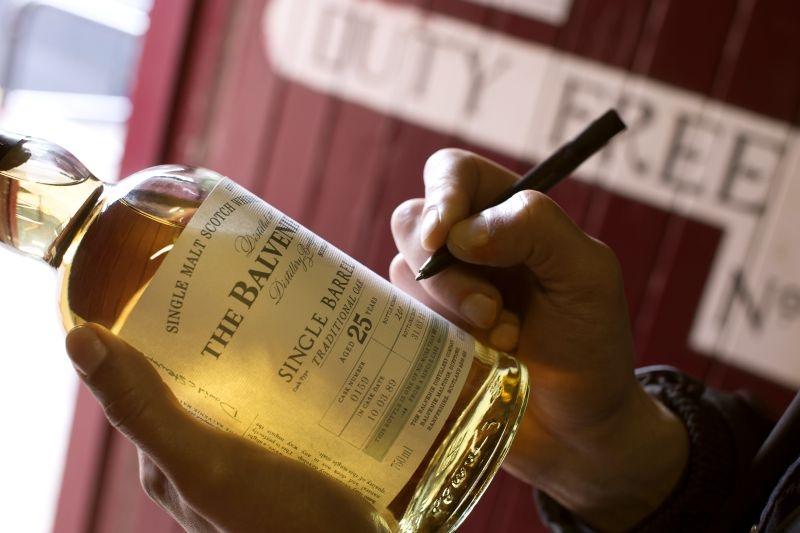 單桶.醇粹:百富25年單一酒桶單一麥芽威士忌香醇繚繞