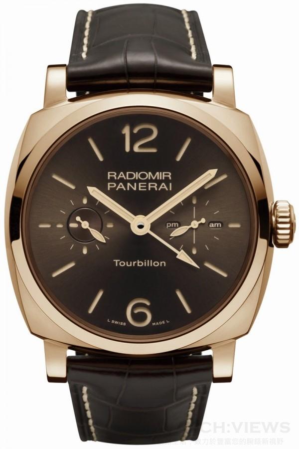 Radiomir 1940 48毫米兩地時間陀飛輪紅金腕錶(PAM00558),18K紅金錶殼,錶徑48毫米,時、分、小秒指示、兩地時間、24小時及日夜顯示、陀飛輪、錶背儲能顯示、夜光塗層,P. 2005手上鍊機芯,儲能6日,三明治錶盤,藍寶石水晶玻璃鏡面、後底蓋,鱷魚皮錶帶,防水50米,限量30只,洽詢電話:0800-201-868。