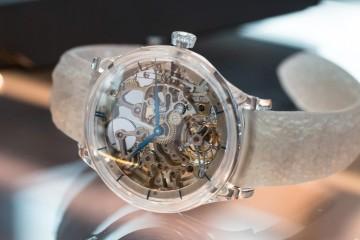 【2015 Basel報導】H. Moser & Cie.發表Venturer Tourbillon Dual Time Sapphire Skeleton冒險者陀飛輪兩地時藍寶石鏤空腕錶