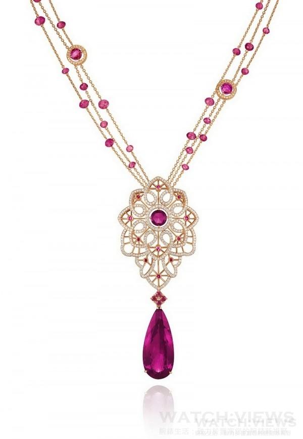 蕭邦Temptations系列紅壁璽項鍊,18K玫瑰金項鍊鑲嵌35.36克拉紅壁璽主石,型號: 819340-5001,售價NT$6,625,000。