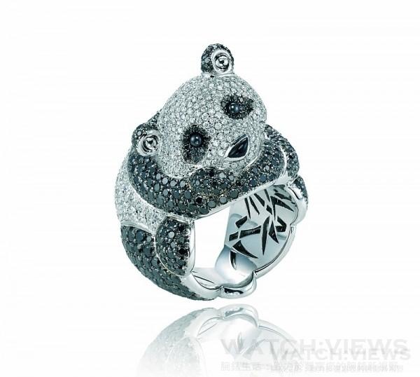 蕭邦動物世界系列- 熊貓戒指,18K白金戒指鑲嵌總重3.49克拉鑽石與6.55克拉黑鑽,型號: 827975-1005,售價NT$3,380,000。