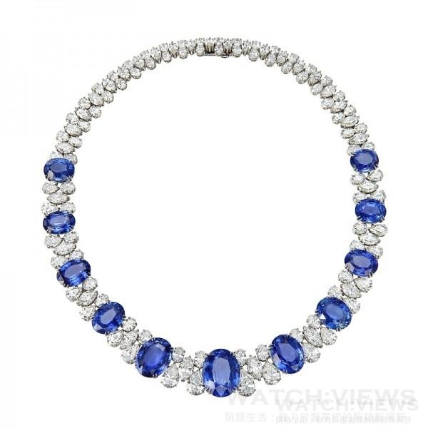蕭邦紅毯系列頂級訂製藍寶石項鍊,頂級訂製鉑金項鍊鑲嵌11顆總重169.24克拉斯里蘭卡與馬達加斯加頂級無優化天然藍寶石與總重89.29克拉鑽石,型號: 56811276-910,售價NT$225,800,000。