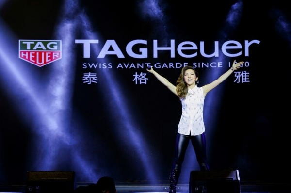 G.E.M.,中國現今最炙手可熱的新生代人氣天后,出眾的歌唱能力,多變的曲風,她在中文歌、粵語歌、英語歌,在流行樂、搖滾樂、R&B以及說唱音樂之間自如轉換,在國際舞臺上亦大放光彩,征服了海內外歌迷。
