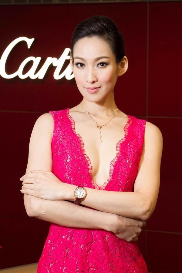 凱渥名模李曉涵壓軸展演Cartier卡地亞在四月上市的最新錶款Cle de Cartier系列腕錶。