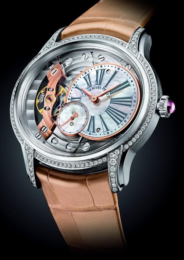 千禧系列腕錶,18K 白金錶殼,錶徑39.5×35.4 毫米,白色珍珠母貝小秒盤,時、分、小秒針,Calibre 5201 手上鍊機芯,動力儲能54 小時,鱷魚皮錶帶。