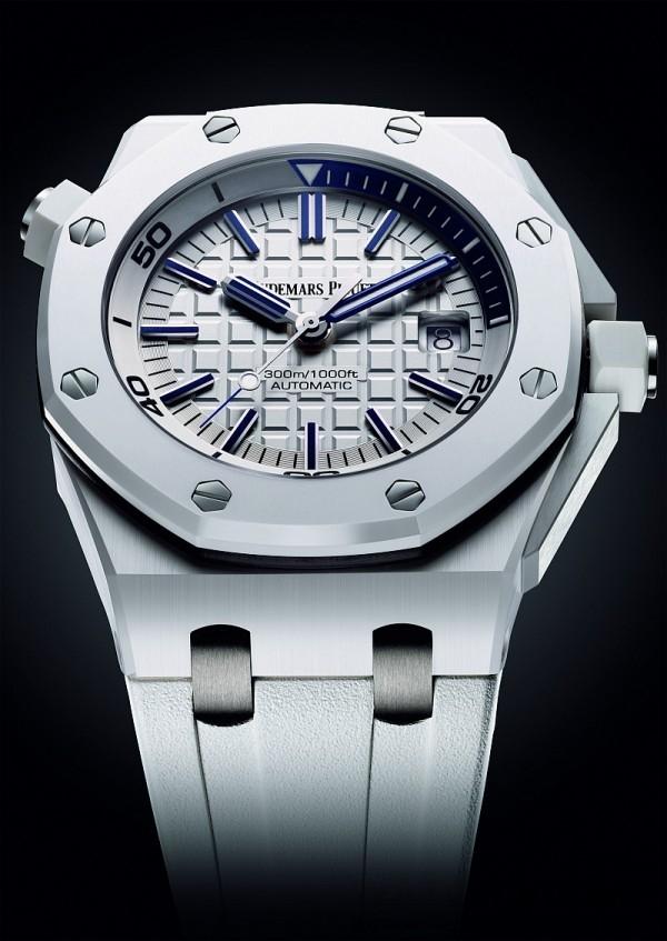 皇家橡樹離岸型潛水錶,白色陶瓷錶殼及錶圈,錶徑42 毫米,時、分、秒、日期,Calibre3120 自動上鍊機芯,動力儲存60 小時,防水300 米,白色橡膠錶帶。