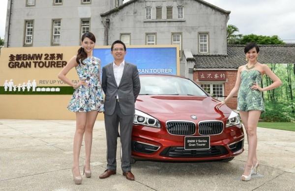 全新BMW 2系列Gran Tourer與BMW總代理汎德公司營業部協理陳勇成先生(中)