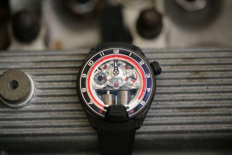 HYT H4 Gotham 光與影建構的鏤空腕錶