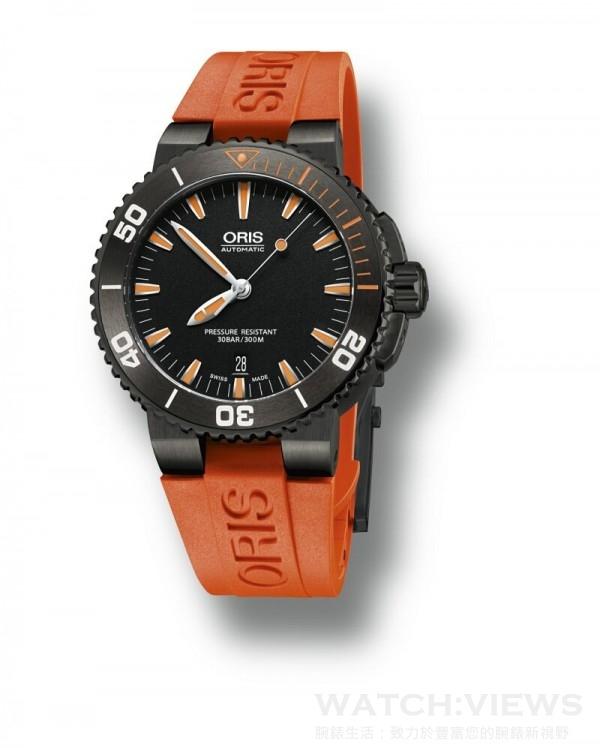 ORIS Aquis Date Orange 中型潛水錶,灰色PVD塗層不鏽鋼錶殼、陶瓷錶圈,錶徑43 毫米,時、分、秒指示、日期顯示、單向計時錶圈、夜光塗層,Oris 733 自動上鍊機芯,藍寶石水晶鏡面,黑色面盤,橡膠錶帶,防水300 米,建議售價NTD53,000。另有灰色面盤款,搭配膠帶建議售價NTD49,000,搭配鍊帶建議售價NTD51,000。