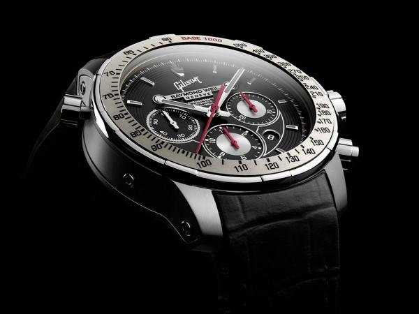 新款特別版腕錶的靈感源自於自調諧Gibson SG Standard,在錶盤上突出彰顯四大主要設計特色,令人震撼的黑色錶盤嵌入其中,環繞錶盤的六根槽線象徵著Gibson SG Standard的琴弦,在12點鐘位置突出顯示Gibson標識和標誌性徽標。精緻的灰色陶瓷轉速錶圈更彰顯錶殼的完美。
