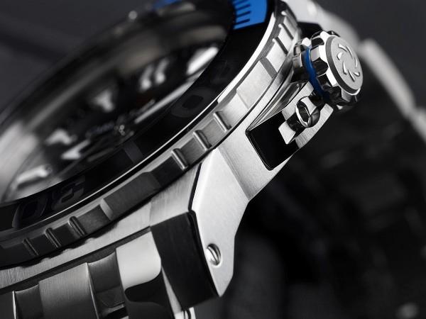 錶冠的藍色坑紋不僅是裝飾,還可以作為視覺判定錶冠是否鎖緊的標示。