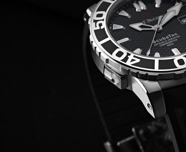 自動排氦閥門的設計是為了將滲入錶殼的壓縮氣體,在潛水員上浮而開始膨脹時順利排出錶殼,以避免錶鏡被撐破。