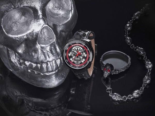 Bomberg Bolt-68 Skull Badass骷髏頭腕錶,黑色PVD不鏽鋼錶殼,錶徑45毫米,骷髏頭裝飾面盤,時、分、秒,SELLITA - SW200自動上鍊機芯,動力儲能38小時,防水100米,鉚釘皮帶,附黑色骷髏頭裝飾PVD不鏽鋼懷錶鍊帶與外殼。