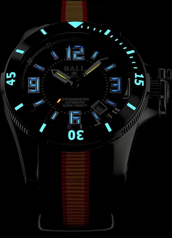 Engineer Hydrocarbon Arctic Chronometer計時腕錶備有BALL Watch獨有的31支自體發光微型氚氣燈管,照亮黑夜長達25年,陶瓷制的外圈刻度上帶有夜光塗層