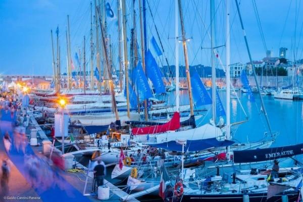 過去20年,逾270艘來自53個國家個的帆船前赴後繼,參與安提比斯帆船賽。共5,000位船員在70多場賽事中爭雄,約200,000位訪客湧往這個美麗的法國小鎮,為欣賞工藝精湛的帆船競逐海上霸王寶座的精彩戲碼。