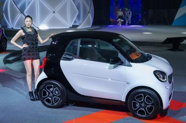 具備輕巧靈動、環保低油耗優勢, smart新世代瞄準都會男女,fortwo車型售價66萬元起。
