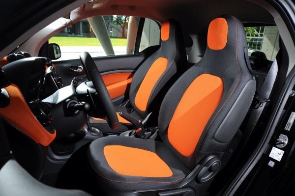 獨特的座椅造型且刻意增高的座著點讓行車更為安全