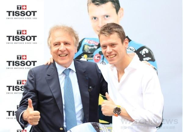 天梭表最新全球形象大使Tito Rabat佩戴TISSOT T-Touch Expert Solar太陽能專業觸控腕錶,與天梭表全球總裁添寶先生合影。