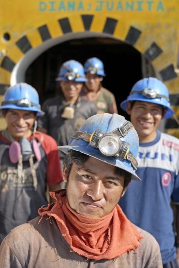 蕭邦是全球首家支持和促進金礦開採社區達到「公平採礦」認證標準的腕錶與奢華珠寶公司,同時也提供培訓、社會福利和環境支援。