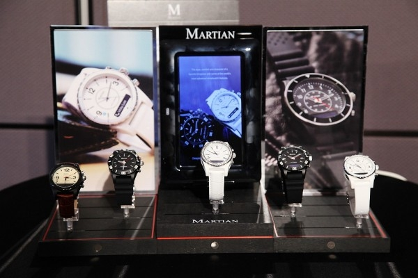 第三代Martian摩絢錶,讓智慧錶成為時尚配件,推出Aviator 艾比特飛官、Envoy安弗伊華生、Alpha艾爾法軍官、Electra艾莉思女神四大系列共五款手錶。