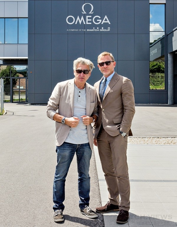 Daniel Craig造訪歐米茄備受重視,Swatch集團執行長Nick Hayek(圖左)和歐米茄總裁Stephen Urquhart都來陪同。