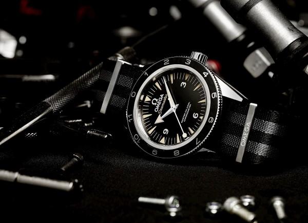 腕錶中央位置秒針底端有 特殊的「棒棒糖」造型。