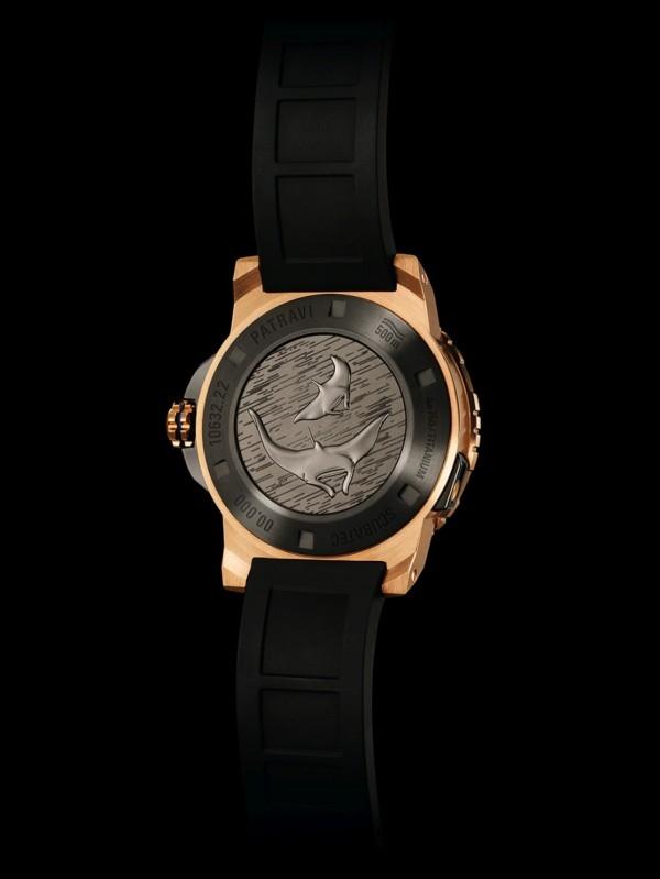 ScubaTec潛水錶的鈦金屬錶背有兩條魔鬼魚(Manta) 雕刻,這是魔鬼魚基金會 (Manta Trust) 的標誌。